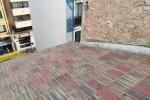 Reparación de teja plana y teja moruna y aplicación de clorocaucho con fibras para impermeabilizar.