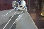 Reparación de grieta en paramento vertical con puente de unión y morteros de fibras tipo R4 en Benidorm.